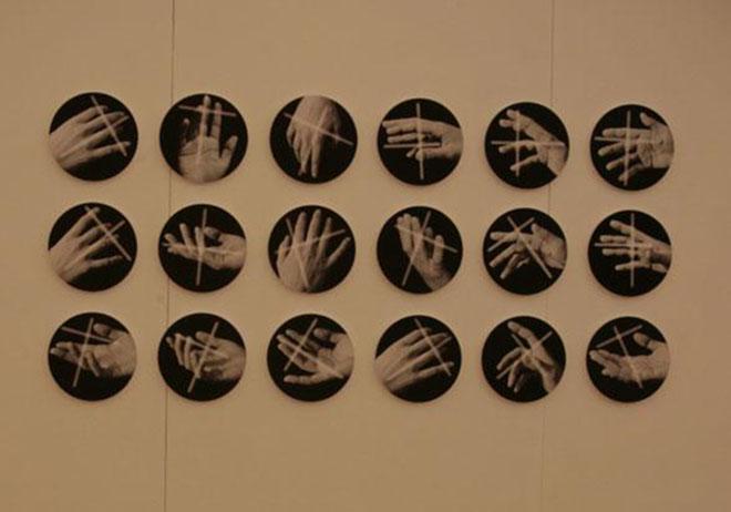 """""""La stanza dei gesti"""" di M. Cresci, installazione, Matera 2011"""